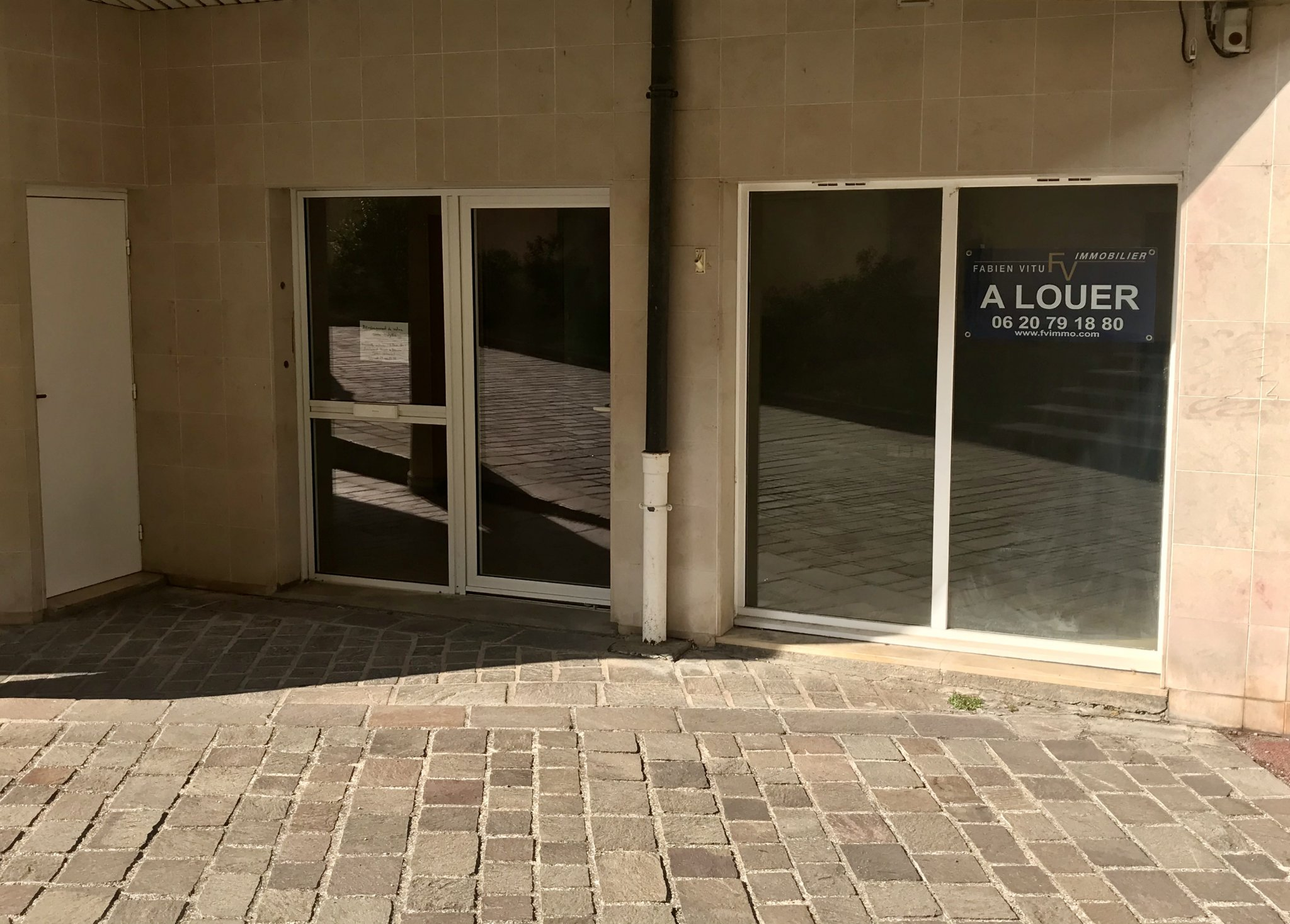 location local-commercial BEAUNE